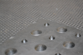 Spinder Studded mat