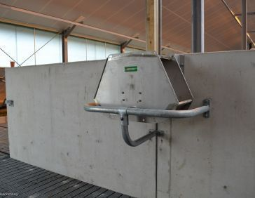 Spinder dual drinking troughs